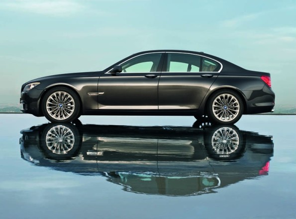 New Diversity in the Luxury Class - the BMW 7 Series in the 2011 Model Year